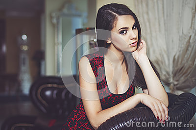 Fashion portrait of a beautiful luxurious woman