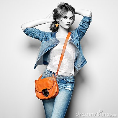 Free Fashion Portrait Of Beautiful Young Woman With Handbag Stock Photo - 101910300