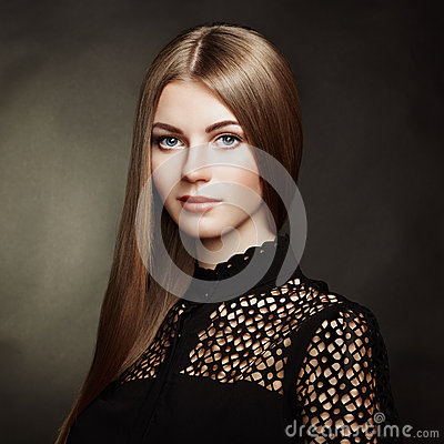 Free Fashion Portrait Of Elegant Woman With Magnificent Hair Stock Image - 46327741