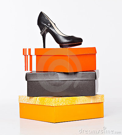 Free Fashion Shoes On The Boxes Royalty Free Stock Photos - 18555568