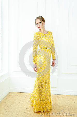 Free Fashion Style Portrait Of A Beautiful Girl In Interior. Royalty Free Stock Photos - 76197358