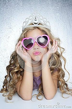 صور براءة رائعة Fashion-victim-little-princess-girl-portrait-thumb16070053