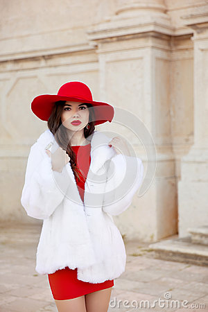 Free Fashion Woman In Red Hat And Dress Wearing White Fur Coat. Elega Stock Photo - 70137750