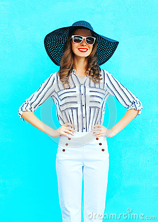 Free Fashion Young Smiling Woman Wearing A White Pants And Straw Summer Hat Over Colorful Blue Background Posing In City Royalty Free Stock Images - 90378249