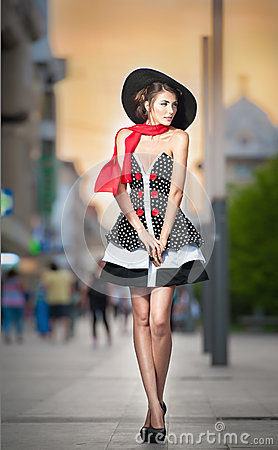 Free Fashionable Lady Wearing Black Hat Posing On The Street Royalty Free Stock Image - 40288466