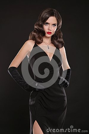 Free Fashionable Model. Elegant Lady In Long Sexy Dress With Retro Wa Royalty Free Stock Image - 105339046