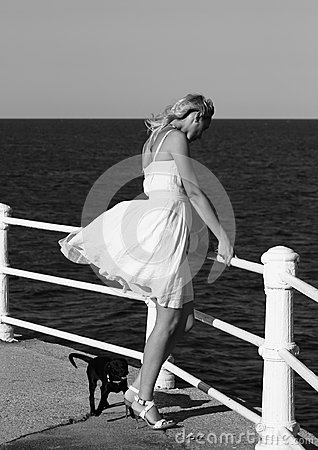 Free Fashionable Woman By Sea Royalty Free Stock Photos - 43778148