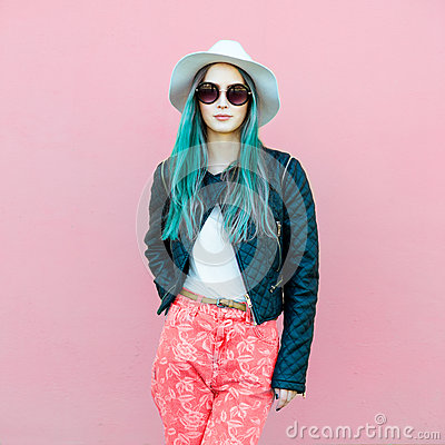 Free Fashionable Young Blogger Woman With Blue Hair Wearing Casual Style Outfit With Black Jacket, White Hat, Pink Jeans And Sunglasses Stock Photo - 87762920