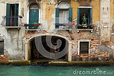 fassade eines alten hauses in venedig italien lizenzfreies stockfoto bild 35846875. Black Bedroom Furniture Sets. Home Design Ideas