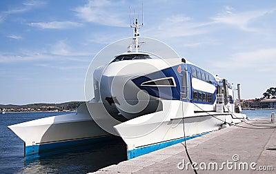 Fast catamaran boat