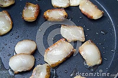 Fat sputtering in the frying pan
