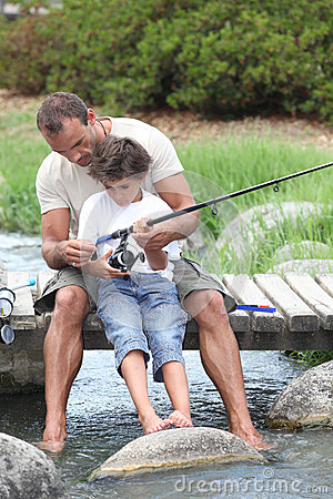 Free Father And Son Fishing Royalty Free Stock Image - 35911036