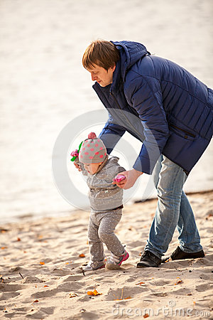 Free Father Walking With Small Daughter On Beach Royalty Free Stock Photo - 38957775