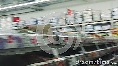 Faute hyper L'hypermarché chez la première personne banque de vidéos