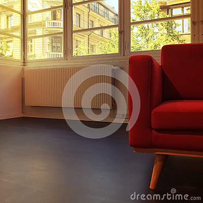 Fauteuil rouge dans la chambre vide photo stock image for Chambre vide