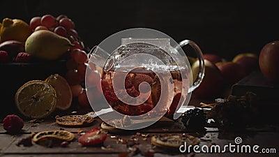 Fazendo chá de fruta filme