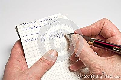 Fazendo observações em uma almofada de nota