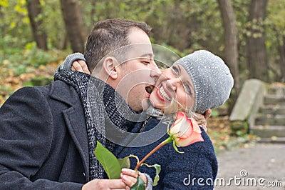 Fecha. Hombre y mujer felices