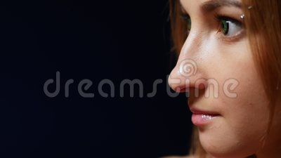 Fechamento cara de menina com lentes espaço de cópia video estoque