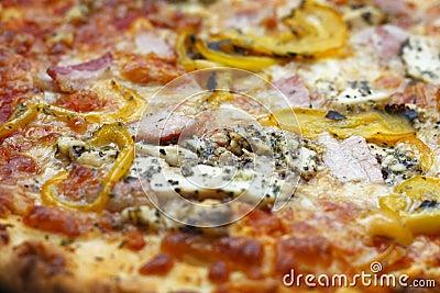 Feche acima da pizza italiana do estilo