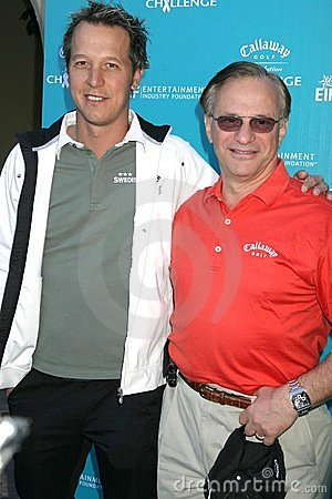 Federico Jacobsen y compañeros de George en el desafío de la fundación del golf de Callaway que beneficia al cáncer de la fundació Fotografía editorial