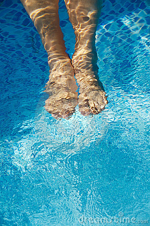 Free Feet Refreshing In Swimming Pool Stock Images - 1554554