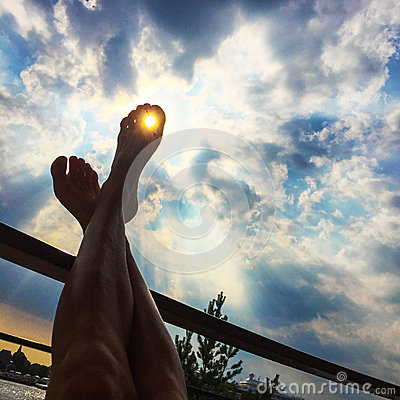 Free Feet Up In The Sun Royalty Free Stock Photos - 61508998