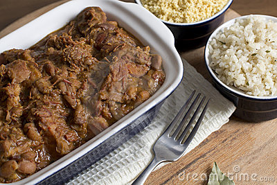 Feijoada, arroz blanco y Farofa