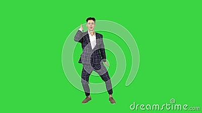 Feliz éxito de los hombres de negocios bailando de manera loca en una pantalla verde, Chroma Key almacen de metraje de vídeo