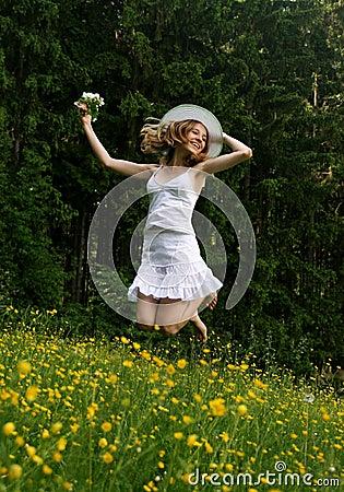 Feliz chica joven