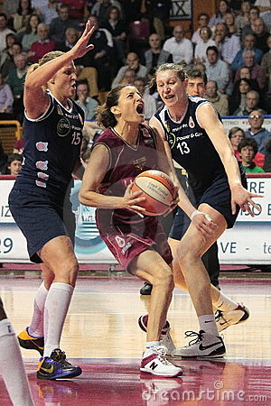 Free Female Basketball Players In Action Stock Images - 13932144