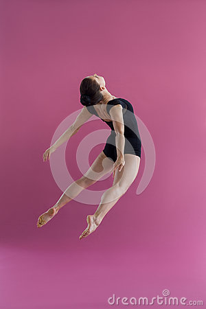 Free Female Dancer Practising Contemporary Dance Stock Images - 84096494