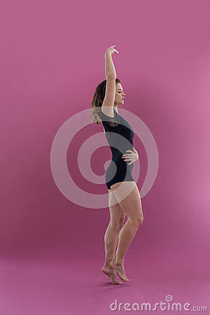 Free Female Dancer Practising Contemporary Dance Royalty Free Stock Image - 84097496