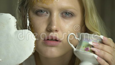 Situation Girl covered in honey the