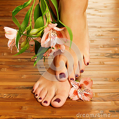 Free Female Feet At Spa Salon On Pedicure Procedure Stock Images - 28806724