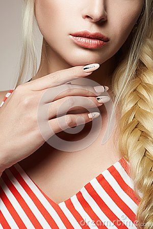 Free Female Hand With Manicure. Beautiful Blonde Hair Stock Photography - 105194202