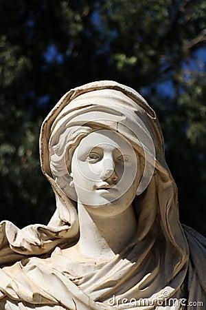 Free Female Statue In A Garden Stock Photo - 46425740
