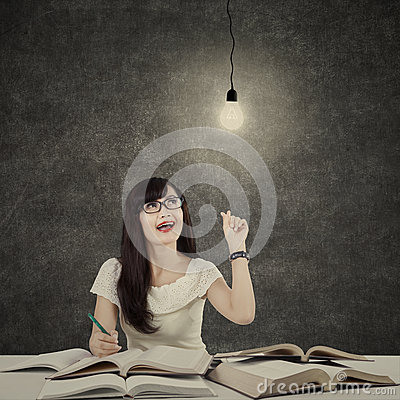 Free Female Student Getting Bright Inspiration 2 Royalty Free Stock Photography - 53648037