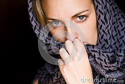 femme aux yeux verts dans le type arabe image stock image 5148731. Black Bedroom Furniture Sets. Home Design Ideas