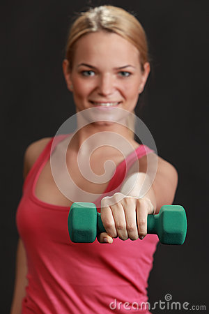 Femme avec l haltère