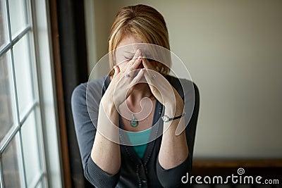 Femme avec la tension