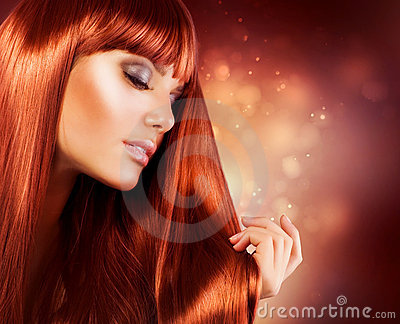 Femme avec le long cheveu