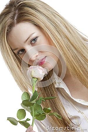 Femme avec une rose