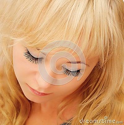 Femme blonde de beauté
