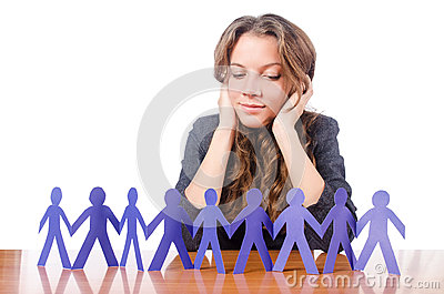 Femme d affaires avec les gens de papier