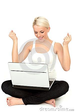 Femme d ordinateur portatif