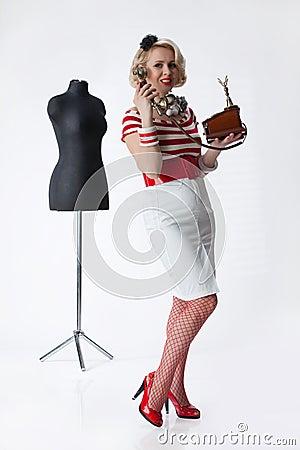 Femme dans l atelier du tailleur