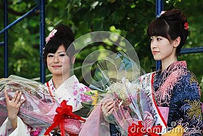 Femme de Mlle Fuji sur l exposition d étape principale Photo stock éditorial