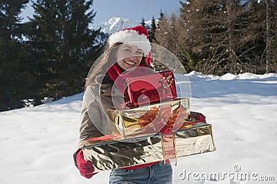Femme de Noël avec des cadeaux