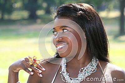Femme magnifique d Afro-américain, verticale